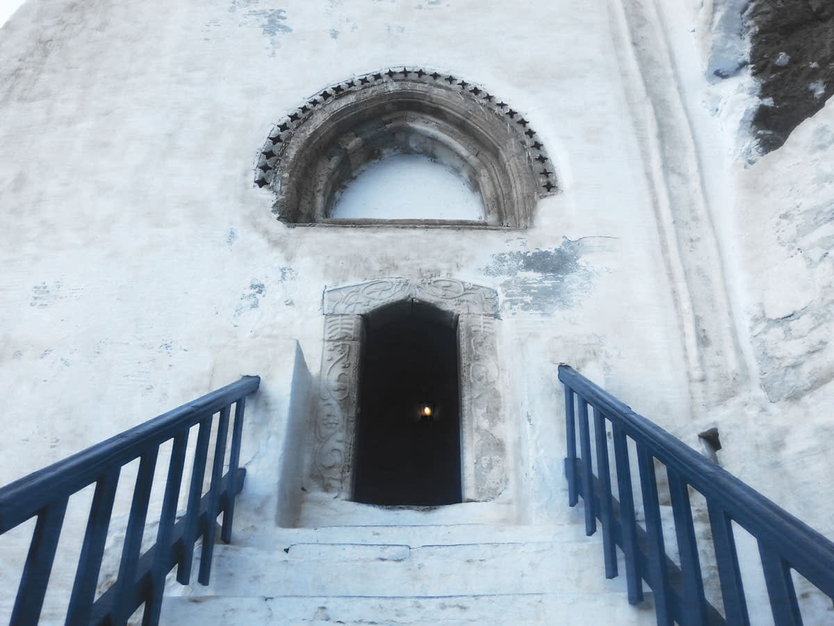 amorgos-cyclades-island-endless-blue-greece-summer-vacation-the-Monastery-entrance