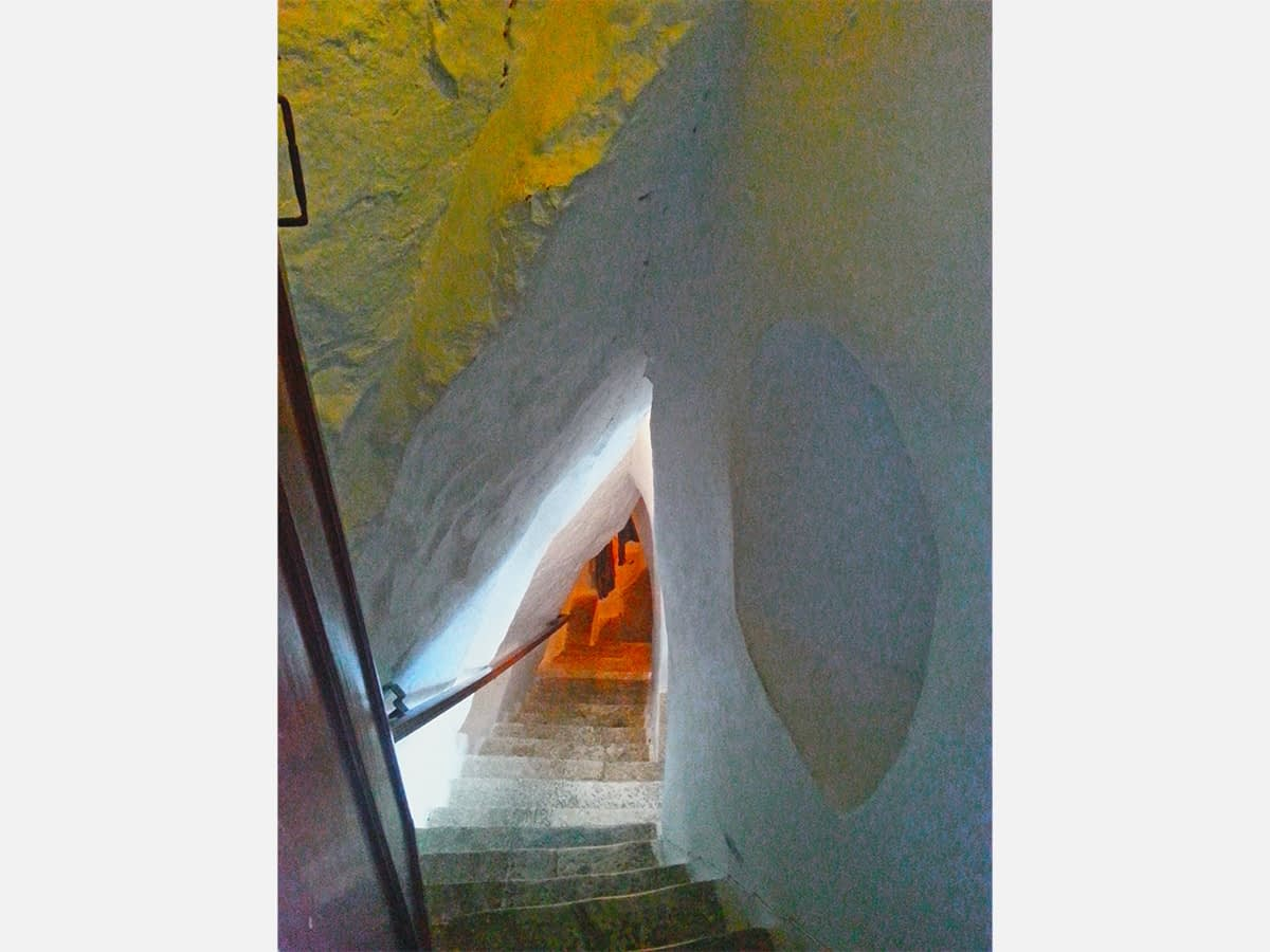 amorgos-cyclades-island-endless-blue-greece-summer-vacation-Monastery-tunel