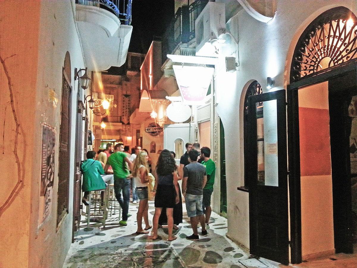tinos-greek-island-beaches-tourism-vacation-chora-walk-argonautis-bar